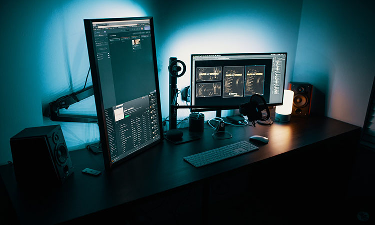 Gaming Monitors with Speakers